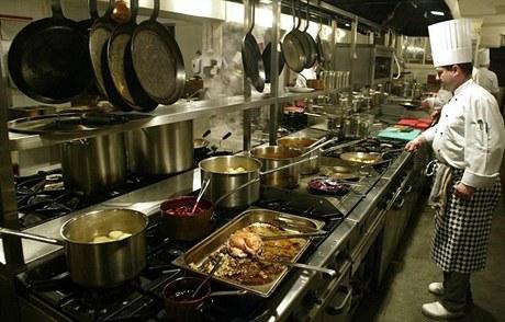 Kuchařům můžete nahlížet do jejich dílny