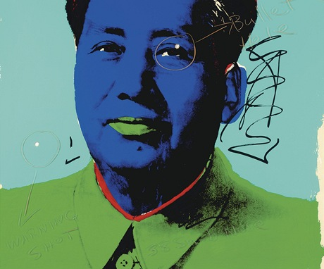 Warholův portrét Mao Ce-tunga, který herec Dennis Hopper dvakrát prostřelil, jde do dražby