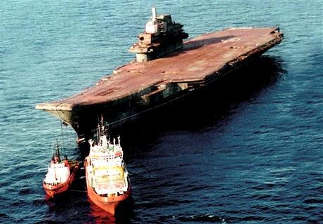 Vysloužilá letadlová loď Varjag.