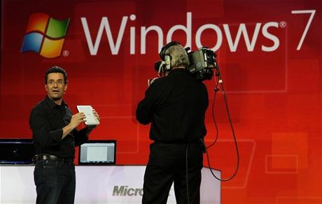 CES 2011 - tablet od Samsungu, na kterém byl spuštěn nový operační systém Windows