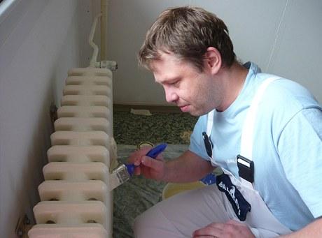Litinové radiátory je třeba nejdříve pečlivě očistit od rzi