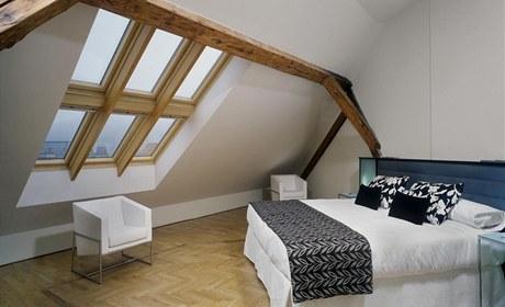 """Zkosené stropy vyžadují bílou barvu, aby se opticky """"zdvihly"""""""
