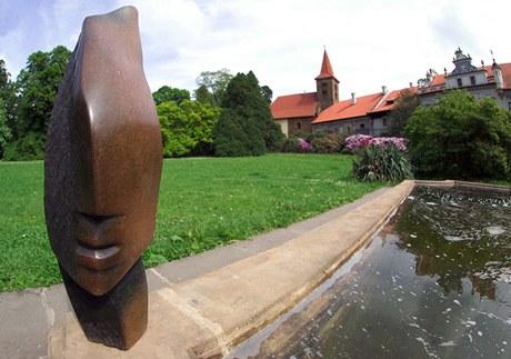 Průhonický park zdobí Hlava, jejímž autorem je Victor Fire