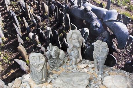 První sochy vytvořené v Tengenenge nebyly vždy dokonalé, postupně se však tvůrci vypracovali k naprosto profesionální úrovni