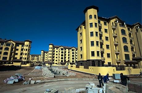 V rezidenčních čtvrtích jsou byty velmi často prodané. Majitelé v nich však nebydlí a nájemníci nemají zájem