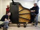 Stěhování klavírů zlínské filharmonice do nového sídla v Kongresovém centru.
