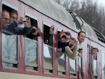 S posledním vlakem se v Jemnici přišly rozloučit stovky lidí,