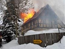 V Abertamech hořel obytný dům.