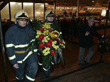 Pietní akt na brněnském Hlavním nádraží kde před devíti lety zahynuli při požáru dva hasiči.