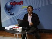 Redakce exilového webu Irrawaddy má i vlastní televizní studio