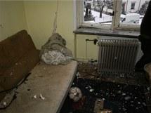 Exploze podomácku vyráběné pyrotechniky, kterou muž v šumperském bytě sušil na topení, místnost zcela zdemolovala.