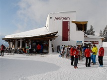 Zell am See. Středisko nabízí dostatečnou kapacitu restaurací přímo na svazích