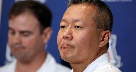 Chirurg nemocnice v arizonském Tucsonu Peter Rhee, který operoval kongresmanku Gabrielle Giffordsovou