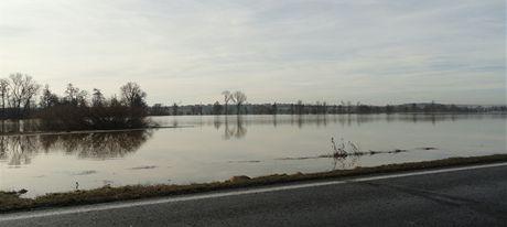 Rozvodněná Mže mezi Plzní a Městem Touškov vytvořila obří jezera