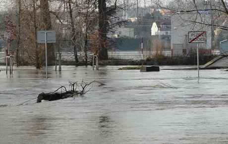 Rozvodněná Mže v Plzni Radčicích
