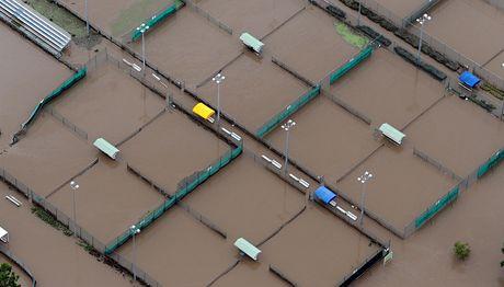 Zaplavené dvorce v tenisovém areálu v australském Brisbane