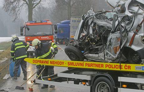 Tragickou nehodu mezi Netřebicemi a Velešínem nepřežil řidič Toyoty.