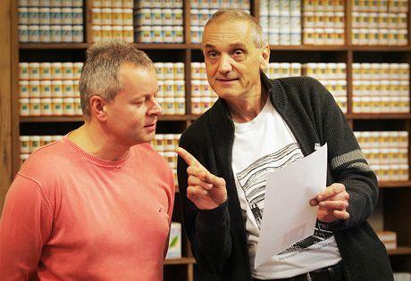 Petr Hoffmann diskutuje s architektem a hercem Davidem Vávrou.