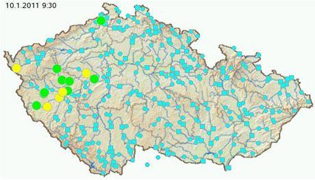 Žlutě vyznačená na mapě jsou místa, kde platí 2. povodňový stupeň. Zeleně pak kde je vyhlášena povodňová bdělost (1. stupeň)