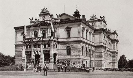 Snímek pořízený při slavnostním otevření, slouží dnes jako důležité vodítko při  rekonstrukci.
