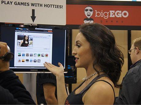 CES 2011: Na CESu vystavovala i firma bigEGO, kter� nab�z� hran� s d�vkami za poplatek.