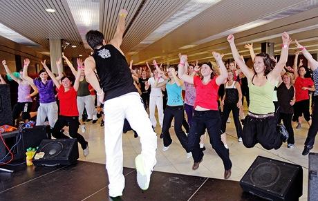 Zumba párty v pražském Kongresovém centru pod vedením mistra světa v aerobicu Pavla Sirotka (15.1.2011)