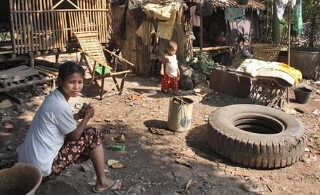 Hrnčířskou vesnici smetl cyklón Nargis, nové chatrče jsou jen skromné