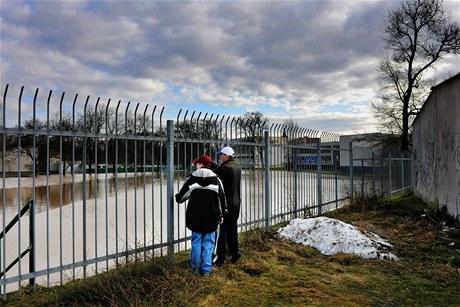 V Lounech se vylila rozvodněná řeka Ohře. (17. ledna 2011)