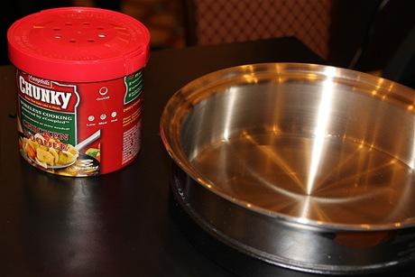 Ohřáté jídlo přímo z plechovky. Nebo na indukční pánvi