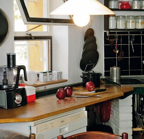 V nevelké praktické kuchyni je všechno při ruce