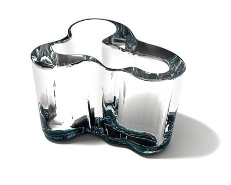 Váza Droog Aalto: redesign slavné vázy z roku 1937 finského návrháře Alvara Aalta. Jan Čtvrtník ji vytvořil pro designérskou soutěž zabývající se změnami klimatu