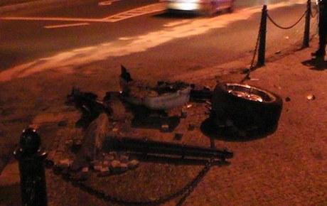 Opilý muž ujížděl autem na třech kolech.