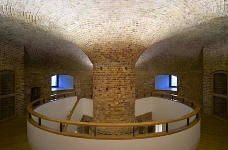 Kruhové schodiště s klenbou vede do soukomé části věže, ve které jsou tři ložnice