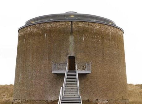 Vchod do domu leží až ve výšce šesti metrů
