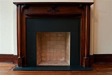 V bytě byly nainstalovány Eco Smart Fire krby s otevřeným ohněm, které nepotřebují komín