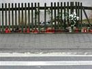 Na památku tragického úmrtí školačky zapálili lidé asi dvacítka svíček na okraji chodníku u přechodu pro chodce v centru Rapotic na Třebíčsku.