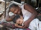 Rodiny hrnčířů ve skromných příbytcích většinou jen spí, všechno ostatní se děje venku