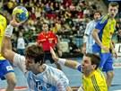 Argentinský házenkář Juan Pablo Hernandez se na brankovišti odpoutal od Švéda Tobiase Karlssona a vstřelil jeden z gólů, díky nimž Jihoameričané překvapivě zdolali pořadatelský celek mistrovství světa.