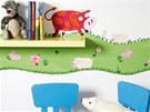 Obtisky na stěnu se dají v dětském pokoji vtipně zkombinovat s malbou