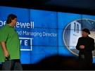 CES 2011: Gabe Newell z Valve a Mooly Eden z Intelu uk�zali, jak Port�l 2 b�h� na integrovan�ch grafik�ch v nov� generaci procesor� Intel Core