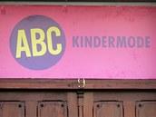 Natáčení filmu Yuma v centru Ostravy. Filmaři přelepili jména obchodů nápisy v němčině.