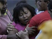 Brazilci pohřbívají oběti záplav (14. ledna 2011)