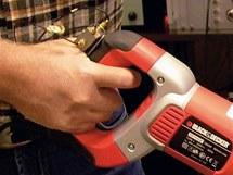 Senzorem Triax se měřily vibrace rukojeti