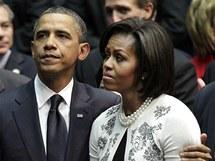 Manželé Obamovi při smutečním ceremoniálu v arizonském Tucsonu (12. ledna 2011)