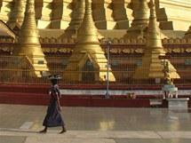 Na obnovu poničené pagody v Twante se po Nargisu složili buddhisté z celého světa