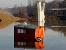 Zaplavené staveniště silnice I/37 z Pardubic do Hradce Králové