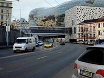 Pohled ve směru z ulice Vlhká.