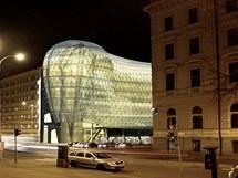 Noční pohled na Edison centrum od Domu umění.