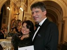 Ples před oponou zahájil plesovou sezonu v Brně, na snímku primátor Roman Onderka a Barbora Javorová.