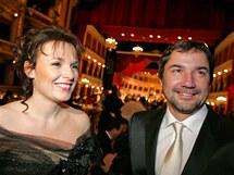Ples před oponou zahájil plesovou sezonu v Brně. na snímku herečka Barbora Munzarová a Martin Trnavský.